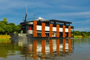 Hotel Peralta Boat North
